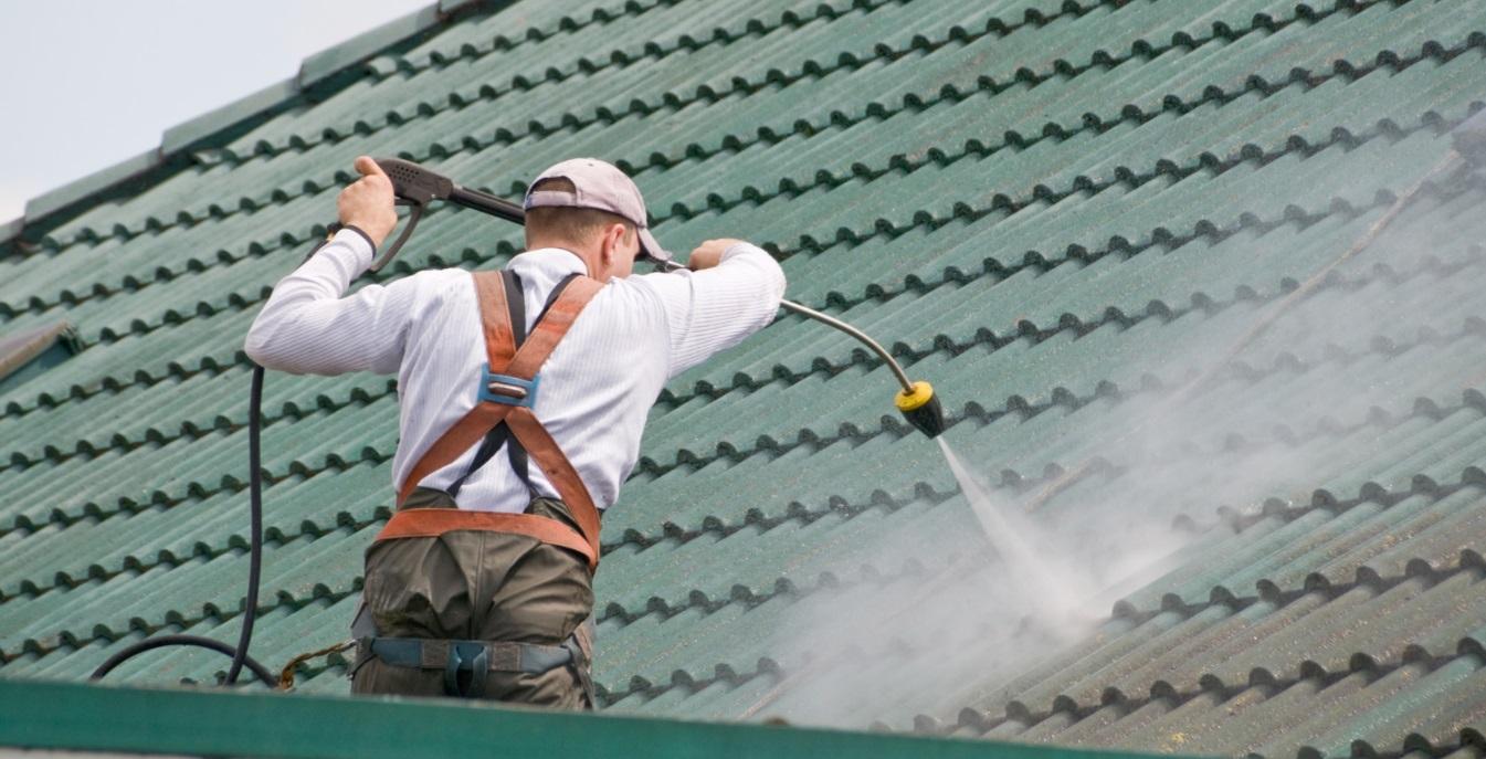 Attention : n'utilisez surtout pas de la javel pour nettoyer votre toiture