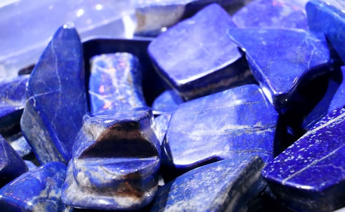 Quels sont les propriétés et les bienfaits du lapis lazuli ?